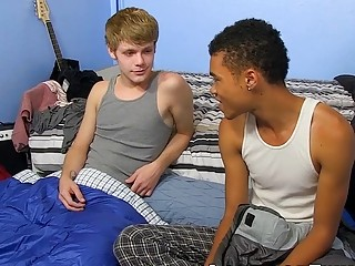 Interracial suck and bang for twinks