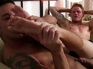 Horny jock jerks off while smelling feet and sucking toes
