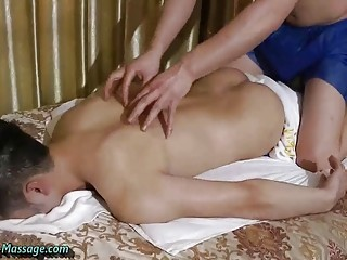 Asian amateurs go from massage to happy ending
