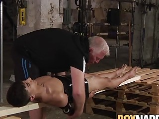 Submissive twink with gas mask blown by old deviant dom